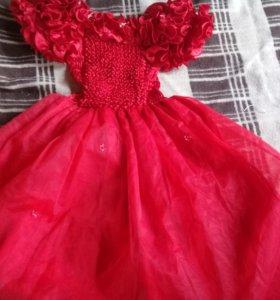 Пакет вещей на девочку с нарядными платьями