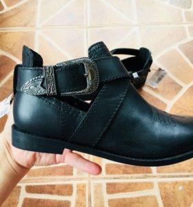 Ботинки для девочки Next новые