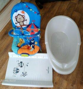 детские вещи (шезлонг, пеленальная доска, ванночк)