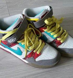 Кроссовки женские Nike 37,5 размер