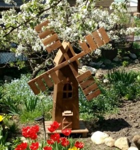 Декоративная мельница для сада.