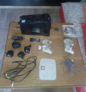 Продам приставку, 4 зарядки 2 телефона, 2 джостика