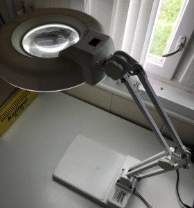 Лампа с лупой и подсветкой