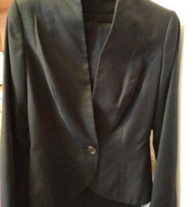 Черный брючный шерстяной костюм
