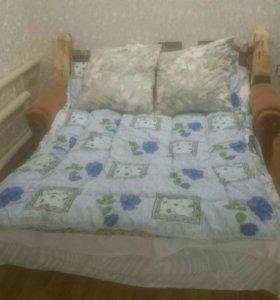 Подушки и одеяло.