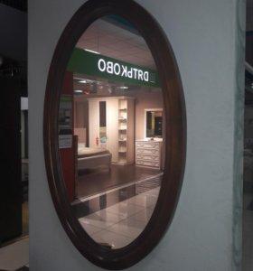 Массивное зеркало в форме овала