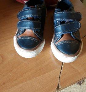 Детская обувь на мальчика (1 годик)