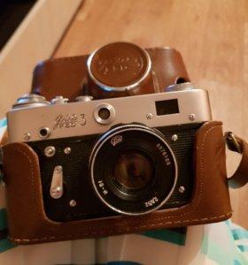фотоаппарат эпохи СССР Фед-3 с фотовспышкой ФЭ-27