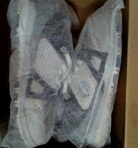 Оригинальные кроссовки Asics (новые)