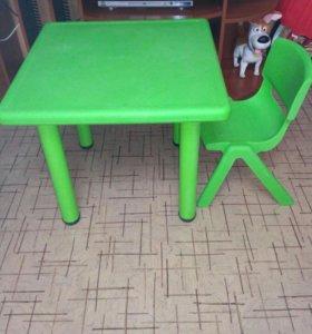 Детский столик и стульчик.