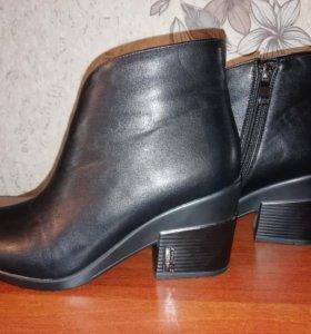 Ботинки женские 36 размер