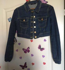 Короткая джинсовая куртка