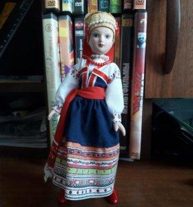 Кукла из фарфора в Русском народном костюме