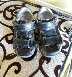 Продаю сандали sport