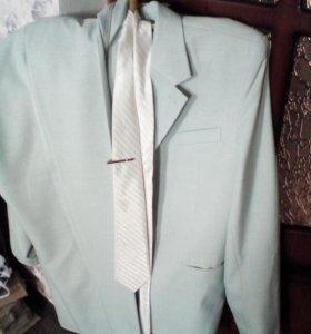 Продается кастюм  в идеальном состоянии