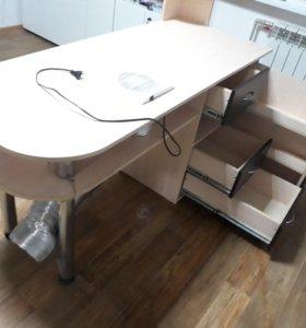 Профессиональный маникюрный стол.