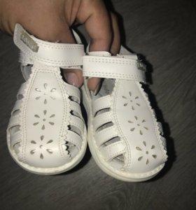 Детские сандали почти новые