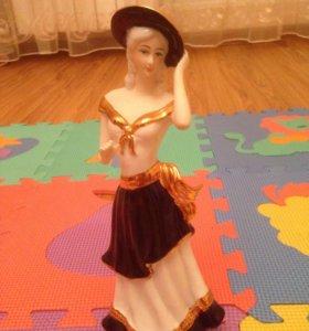 Статуэтка девушка в шляпе