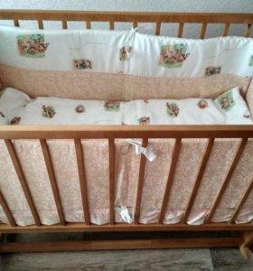Детская Кроватка с матрасом и комплектом в кроватк
