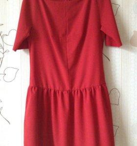 Красное платье размер М