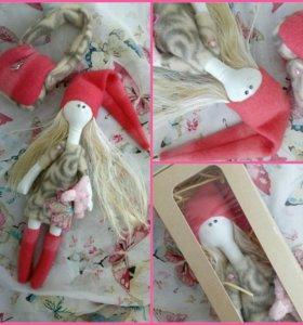 Интерьерная текстильная кукла в коробочке