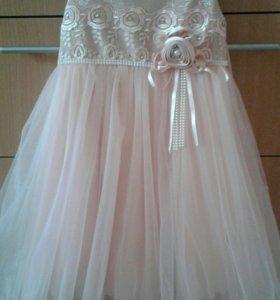Нарядное платье нежного персикового цвета