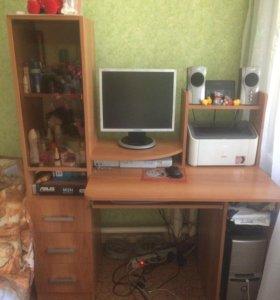 Стол компьютерный в хорошем состоянии