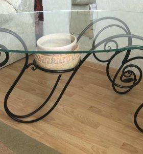 Набор кованой мебели; подсвечник и стол