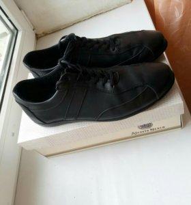 Продаю фирменные мужские туфли полуспорт