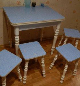 Набор из кухонного стола и стульев в Славянке