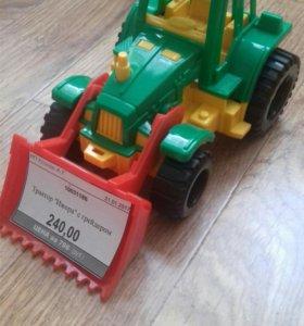Трактор игрушечный новый