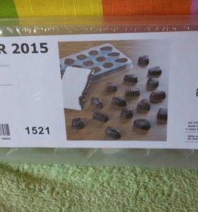 Форма для изготовления шоколадных конфет.