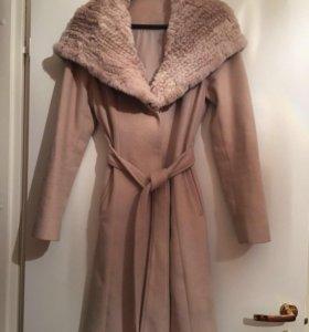 Пальто с отстёгивающимся капюшоном/натуральный мех