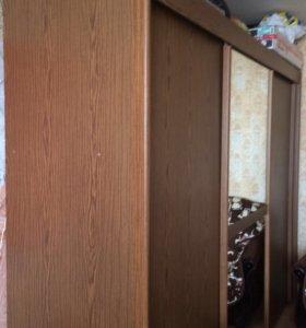 Шкаф-купе с зеркалом 3 отделения коричневое дерево