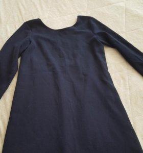 Платье с вырезом на спине