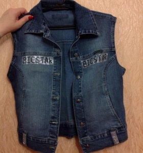 Продаю джинсовую жилетку
