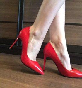 Туфли лаковые Basconi новые