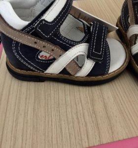 Новые сандали босоножки Perlina