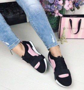 Кроссовки новые,очень легкие и удобные