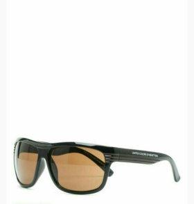 Солнцезащитные очки United Colors of Benetton.