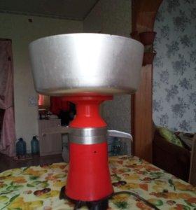 Сепаратор в эксплуатации 3месяца, зернодробилка 3р