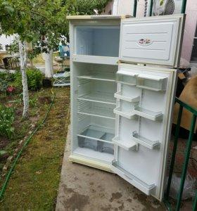 Отличный холодильник Индезит