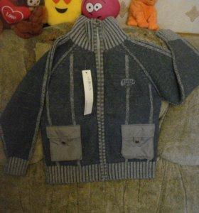 Новый свитер(8-12 лет).100% шерсть.ГонКонг