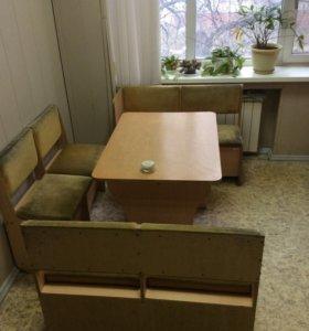 Кухонная мебель: столы, шкаф и диванчики