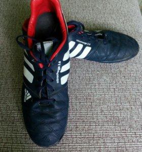 Кроссовки adidas для футбола
