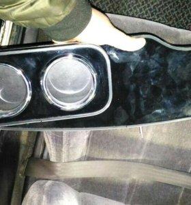 Столик автомобильный на windom mcv21