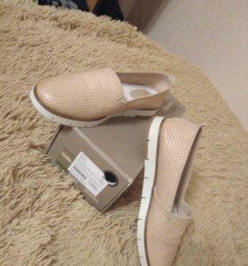 новые слипоны туфли bata