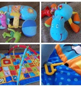 Развивающий большой интерактивный коврик Taf Toys