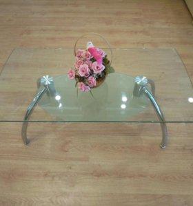 Стекляный стол