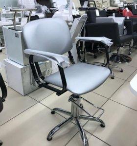 Новые парикмахерские кресла
